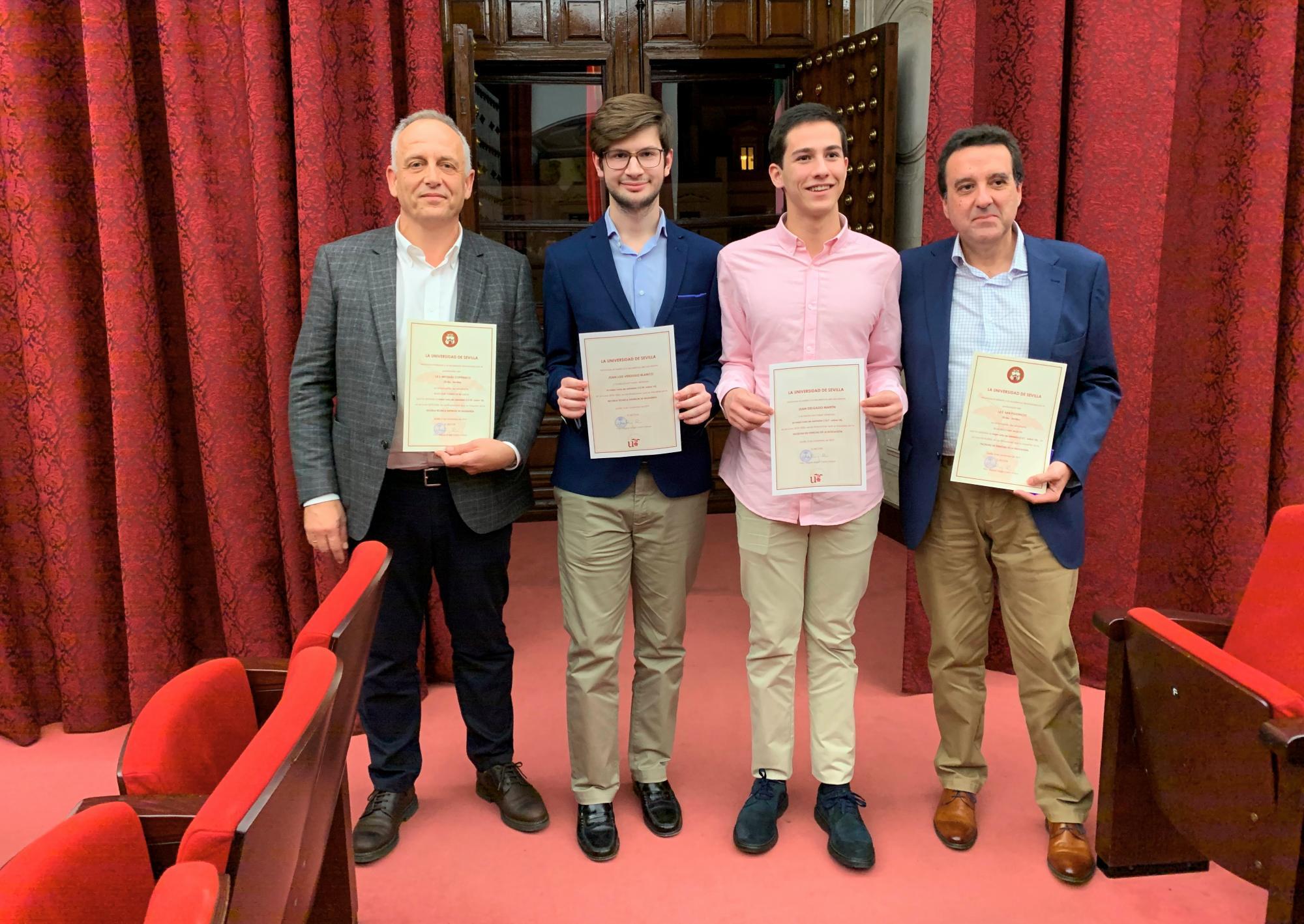 Juan Luis Verdugo Blanco, alumno del IES Nicolás Copérnico, recibe el reconocimiento de la Universidad de Sevilla por la nota obtenida en Selectividad